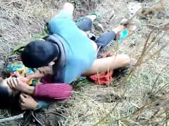 asiansexporno-com-indian-college-couple-outdoor-sex