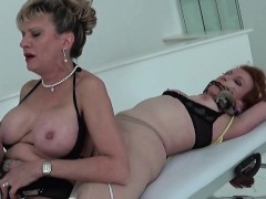 unfaithful-british-mature-lady-sonia-reveals-her-huge-breast