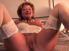 hot-mature-masturbates-with-dildo-and-fingers