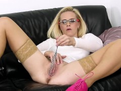 peculiar-czech-nympho-spreads-her-narrow-kitty-to-the-extrem