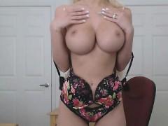 busty-blonde-cougar-fucks-her-wet-cunt