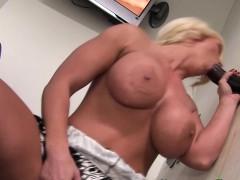 blonde-strokes-black-dick