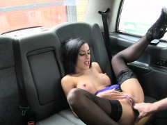 sexy-big-boobs-babe-fucked-in-the-taxi-for-a-free-fare