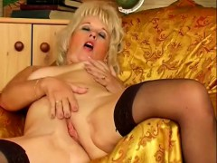 lustful-and-lonely-mature-lady-gives-her-wet-peach-her-full-attention