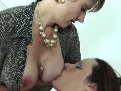 Cheating English Mature Lady Sonia Flaunts Her Huge Boobies