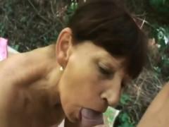 mature-sucks-cock-whit-deep-throat