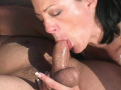 mature brunette gives head and gets her cunny pumped outside