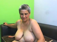 chunky-mature-woman-with-huge-boobs-makes-herself-cum-for-t