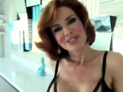 Gorgeous Milf Gets Licked And Fingered Hard