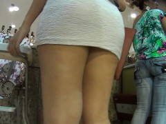 perfect-spy-cam-catch-a-hot-lady-with-great-legs-in-a-tiny