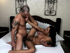 brazilian-tranny-alessandra-ribeiro-feeds-her-hunger-for-bareback-sex