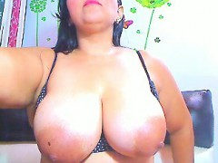 curvaceous-cougar-shows-off-her-big-round-booty-and-her-hug