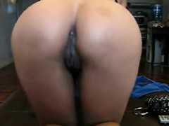 oriental-slut-teases-together-with-her-vagina-and-gets-mout