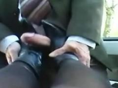 yevette-stiefel-fick-footjob-am-auto