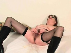 mature-soccer-wife-squirting-her-p-somer
