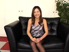 elegant-japanese-wife-in-black-pantyhose-shows-off-her-wond