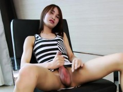 asian-tranny-pooh-plays-with-her-bat-in-her-living-room
