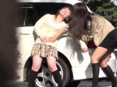 japanese-teens-peeing