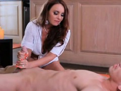 Big Boobs Mom Gives The Best Spa Treatment To