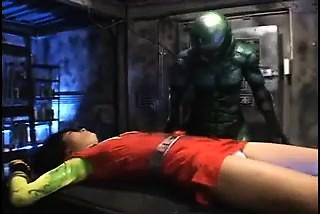 犯罪戦闘機は吊られて、彼女の貯蔵場を得るために縛りつけられる-3138-ポルノ屋