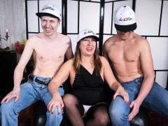 scambisti-maturi-mature-italian-newbie-has-a-mmf-threesome