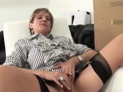 Cheating english mature lady sonia exposes her massive ballo