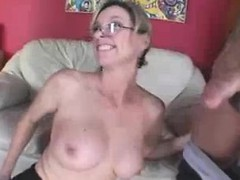woman joins her mom to spice up cock blowing