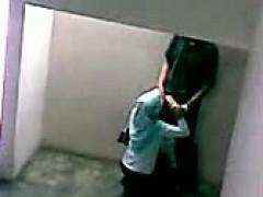 malay- skodeng awek tudung hijab kat tangga