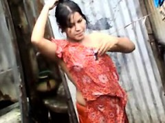 bangla-desi-town-women-washing-in-dhaka-town-hq-4