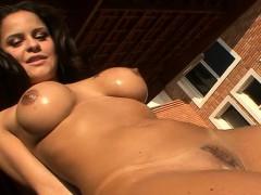 tanned-brazilian-gorgeous-chick-rides-hard-strapon