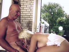 Super Sexy Babe Blowjob Fucking Old Guy At The Gym