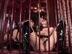 maria-bellucci-and-mandy-bright-getting-down