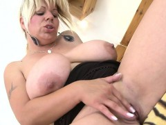 wild-housewife-mommy-with-very-mas-tanna