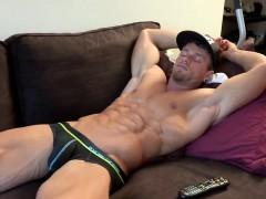 bodybuilder-loves-to-striptease