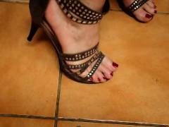 tx-milf-play-with-feet-yevette