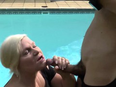 pool-guy-hammering-at-blonde-gilf