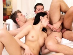 nicky-and-dee-try-out-bisexual-sex