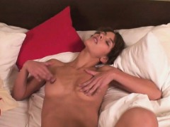 she-woke-up-to-masturbate-with-her-toy