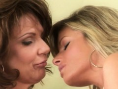 Bigtit Lesbian Models Passionately Fingerfuck