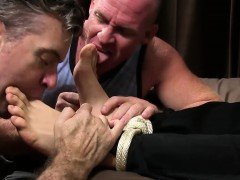 muscular-business-man-kenny-gets-tied-up-and-toes-licked