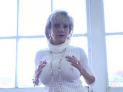 unfaithful-english-mature-lady-sonia-showcases-her-big-knock