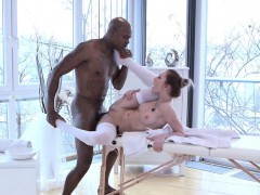 masseur-pleasures-pussy-of-sexy-client-katy-rose