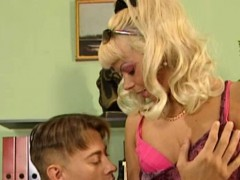sex-bunny-letting-her-trimmed-pussy-plowed-hard
