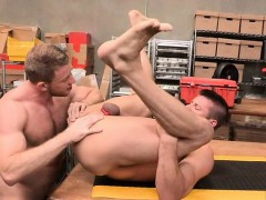 muscle-bear-anal-rimming-with-cumshot