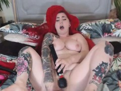 hottie-babe-deepthroating-and-fucking-dildo-on-cam