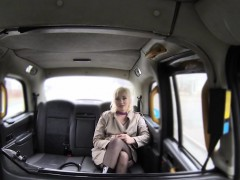 fake-taxi-driver-bangs-blonde-reporter