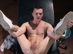 naked-muscle-gay-porn-in-brian-soaks-his-pipe-in-oil-and-pus