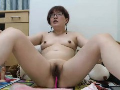 amateur-asian-milf-camgirl-masturbates-on-webcam