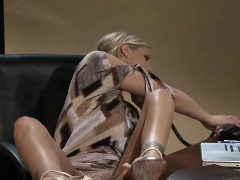 two-incredibly-hot-babes-have-some-fun