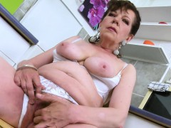 EuropeMaturE Horny Mature Seductive Solo Action